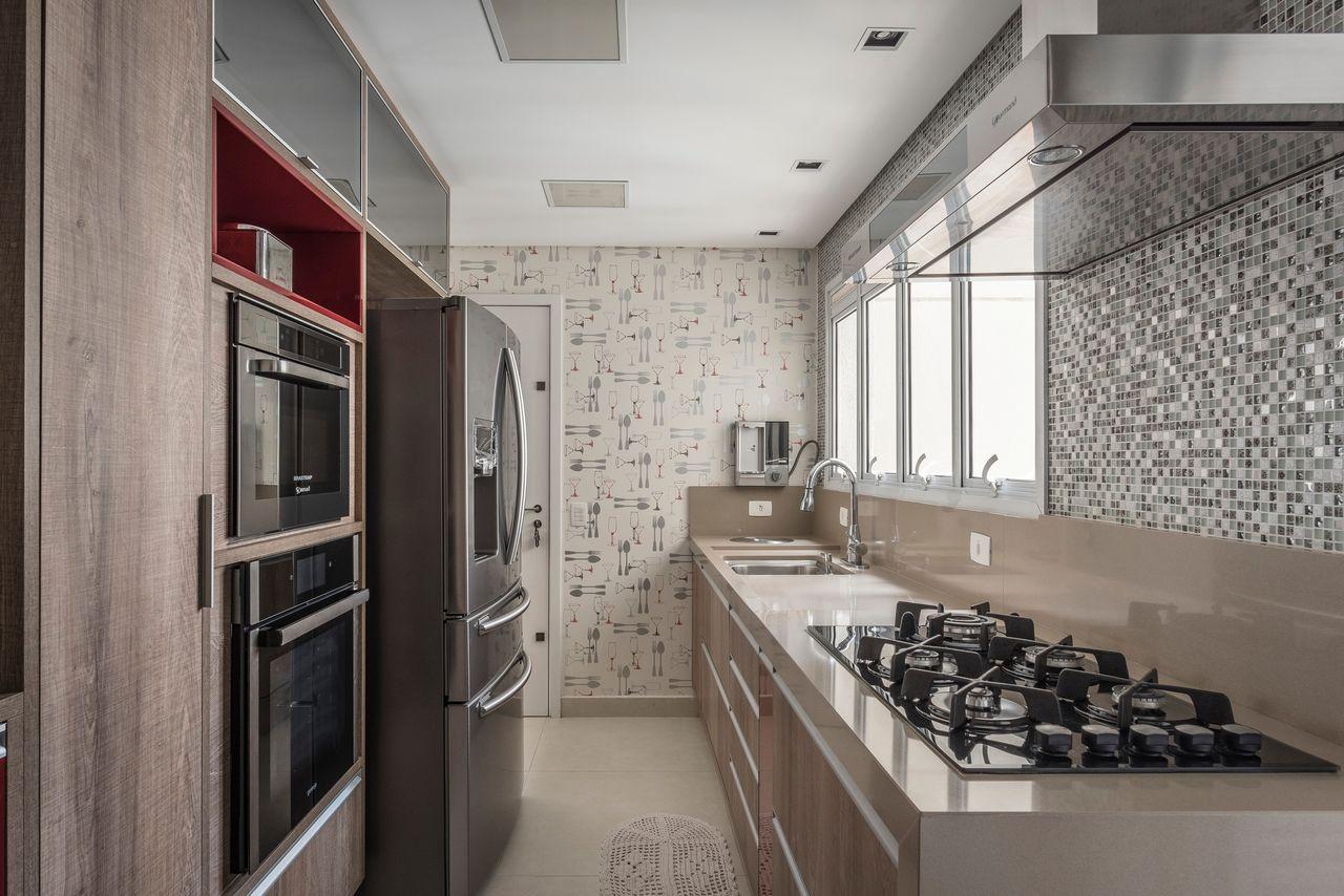 Cozinha Moderna Com Papel De Parede De Talheres De Idealizzare