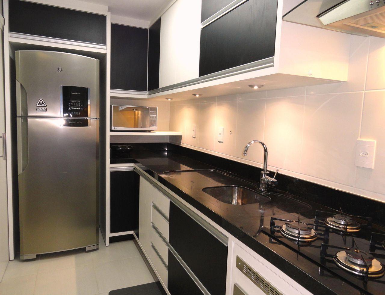 Cozinha Pequena Com Arm Rios E Fog O Embutido De Frente E Verso  ~ Armarios De Cozinha Pequeno