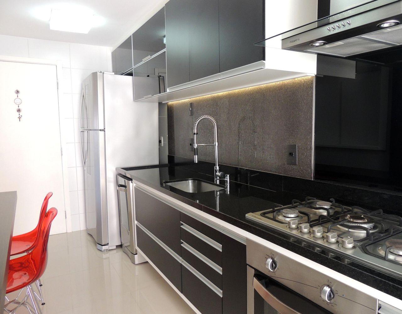 Cozinha Preta Com Detalhes Em Inox De Cs Projetos Decora O De  ~ Cozinha Planejada Preta E Inox
