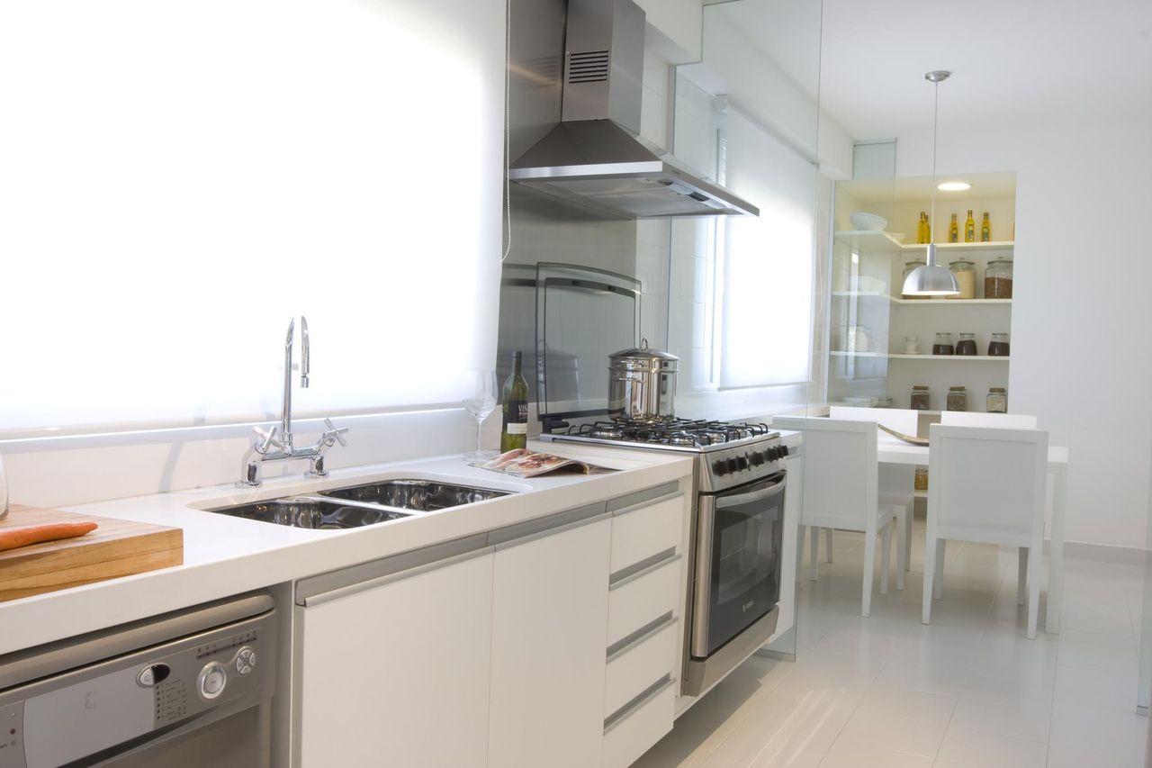 Fog O De Embutir Na Cozinha Uma Combina O Perfeita ~ Banqueta Inox Para Cozinha Acozinha Com Cooktop Branco