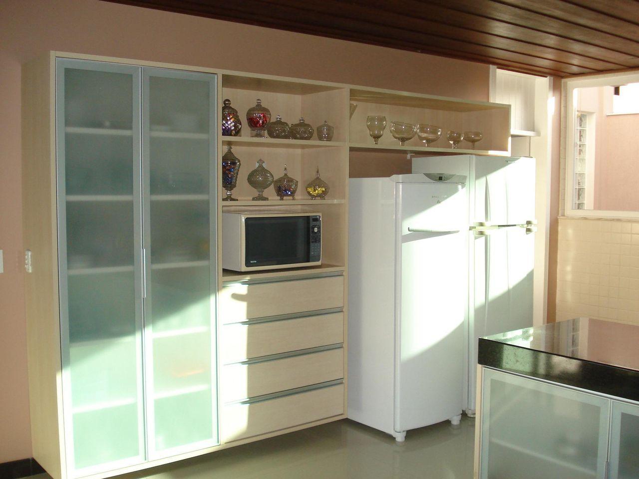 Cozinha Com Arm Rio De Vidro E Eletrodom Sticos Br De Daiane