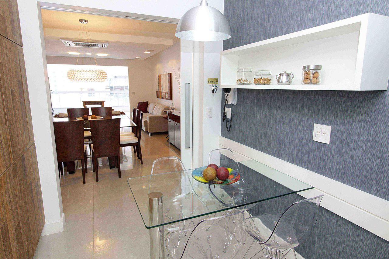 Cozinha Com Mesa De Vidro Com Cadeira Incolor De Lorrayne Zucolotto