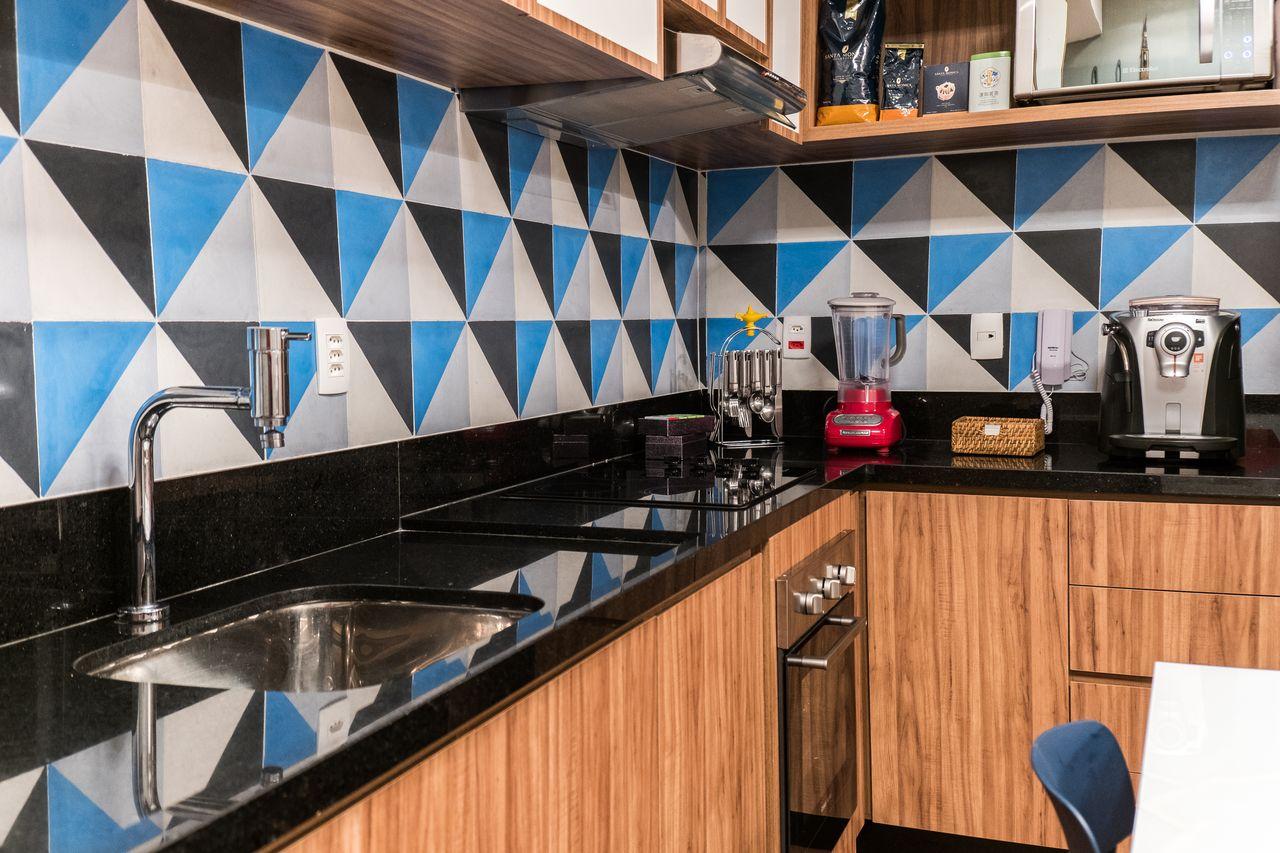 Cozinha Com Bancada De Madeira E Granito Preto De Jessica Alavaski  ~ Bancada Cozinha Granito Preto