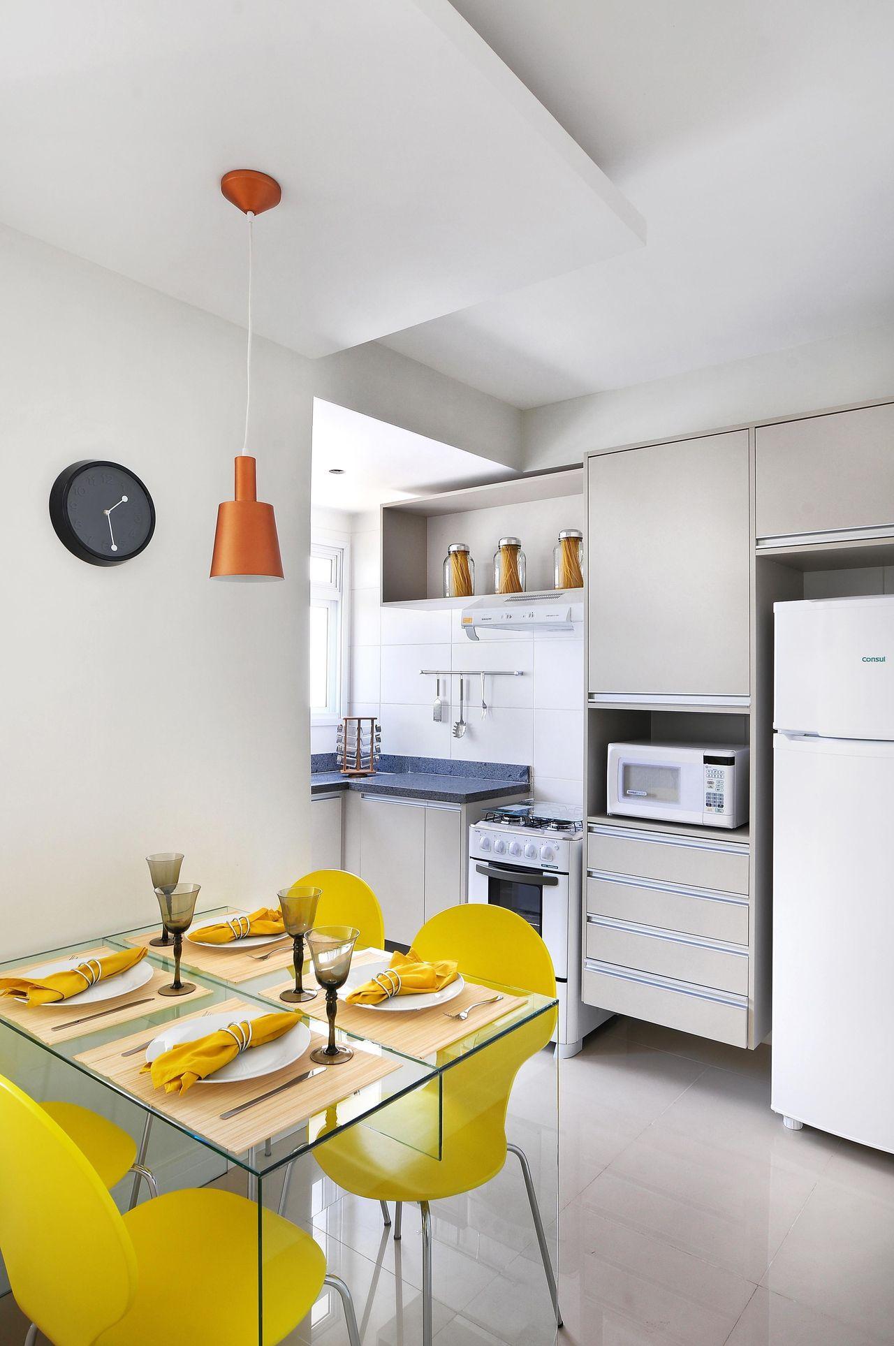 Cozinha Pequena Com Mesa De Jantar Espelhada De Fernanda Polizelli