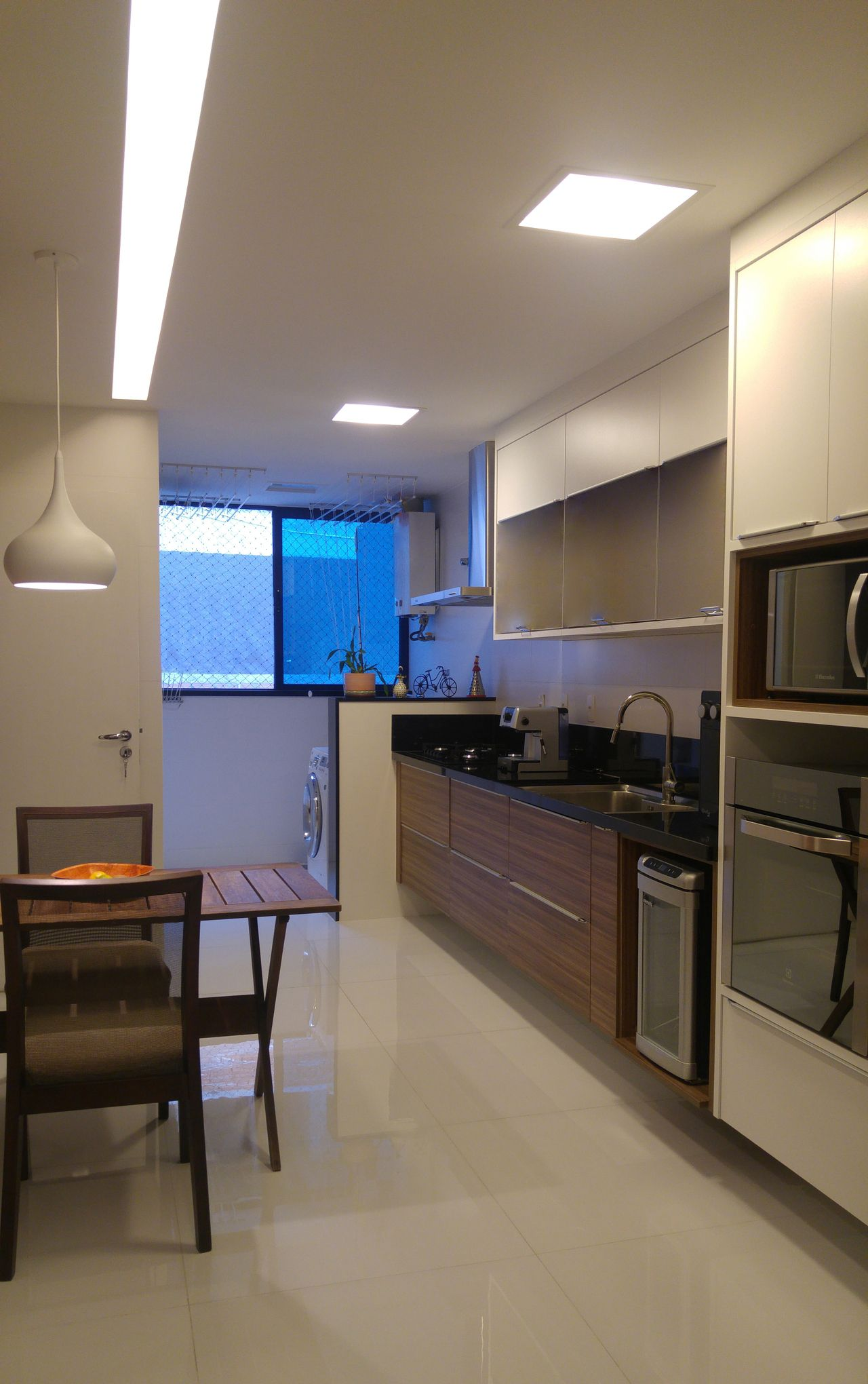 Cozinha Clean Branca Com Bancada Em Granito Preto De Patricia  ~ Bancada Cozinha Granito Preto