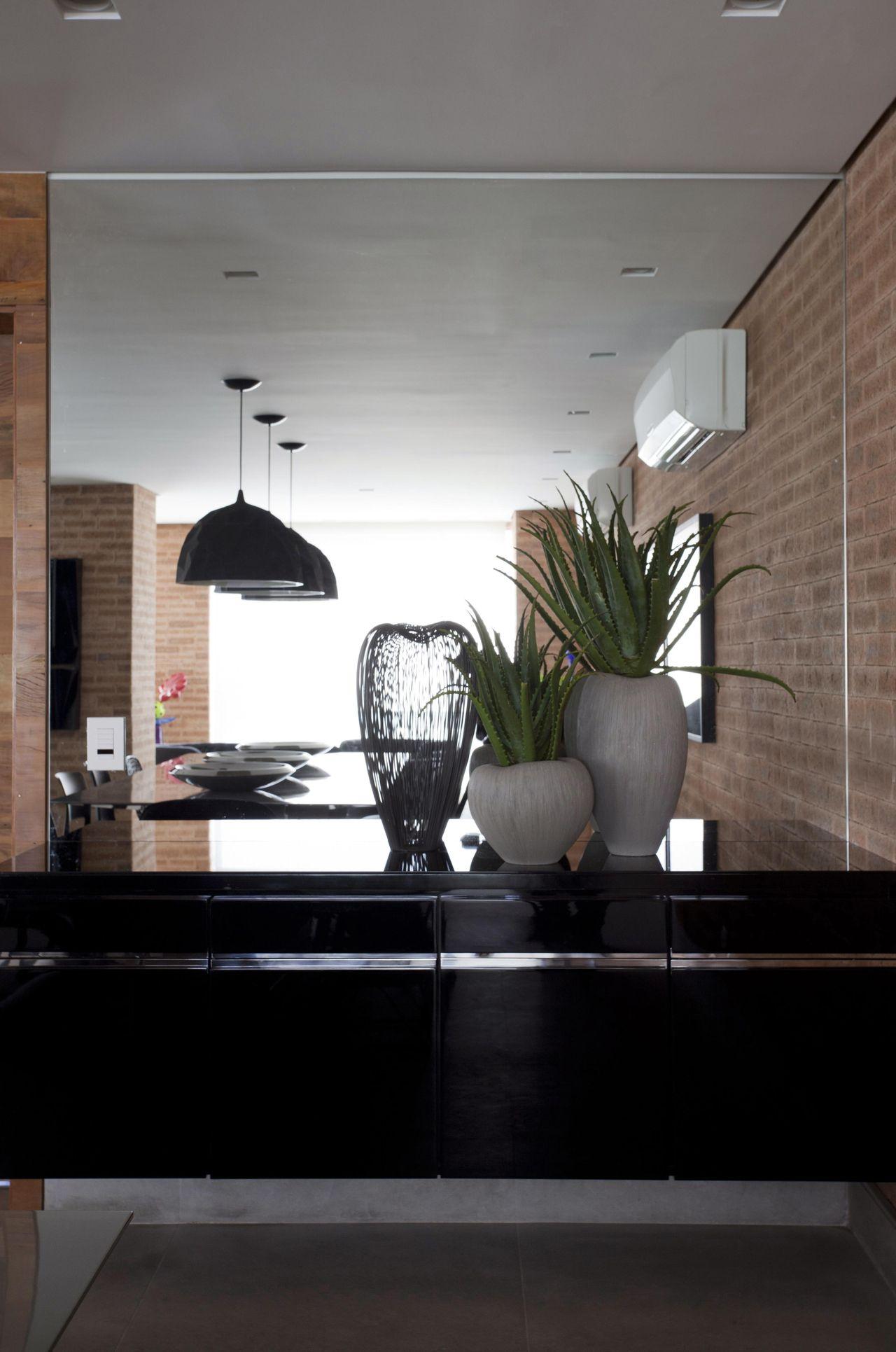 Decorao Sala Jantar Aparador Espelho Moldura De Aparador Com  -> Modelo De Sala Pequenas Com Espelho E Aparador