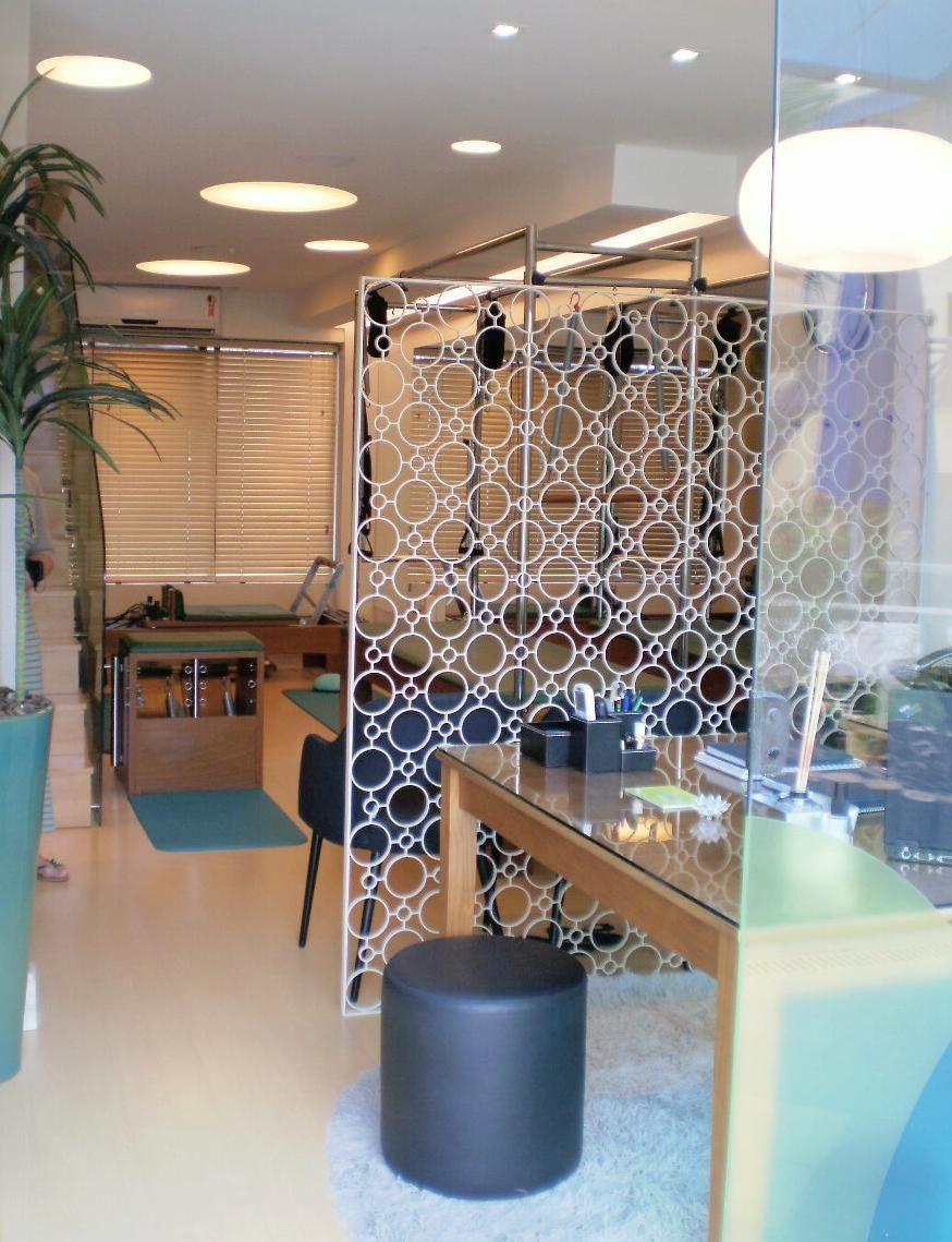 Espa O Comercial Com Divisor De Ambiente Vazado De Lygia Galv O  -> Divisor Sala E Cozinha