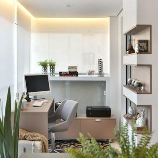 Etonnant Home Office Com Sanca Invertida Em Tons Claros