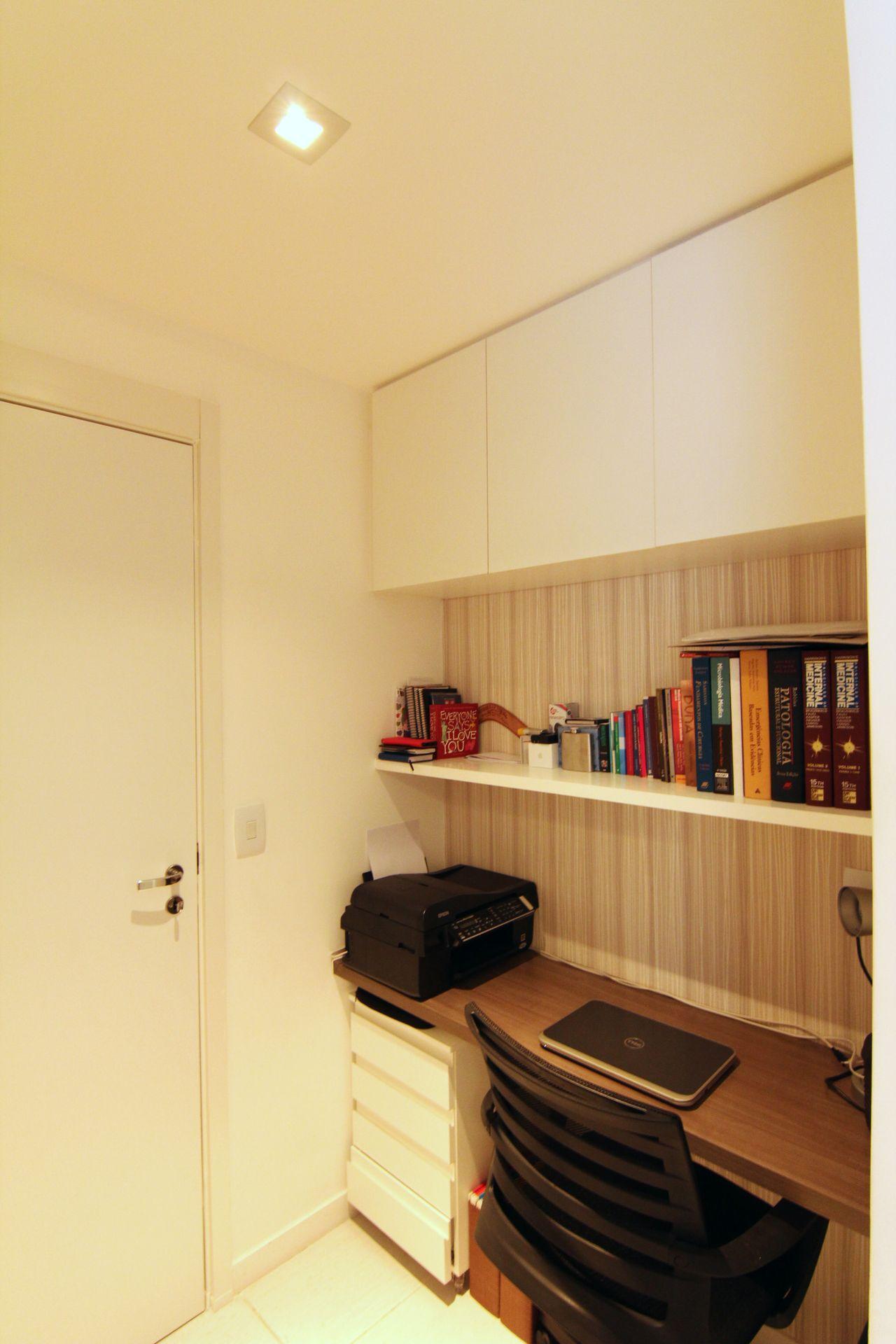 Home Office No Quarto E Prateleiras De Michele Daltoe 136763 No  ~ Quarto Com Varanda Integrada E Prateleira Quarto Menina