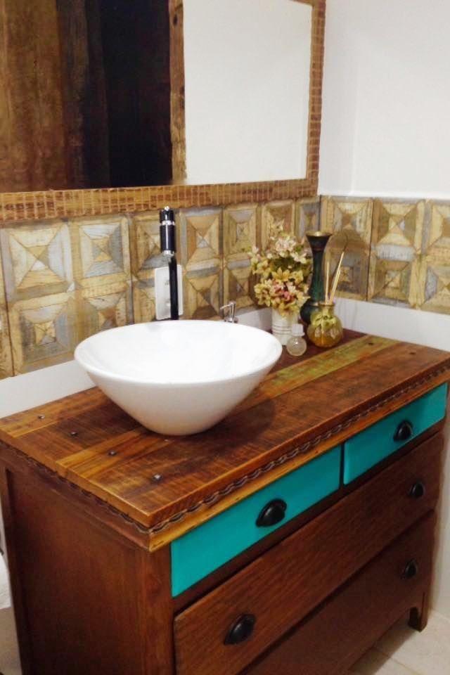 Banheiro bancada de madeira for Llaves para lavabo rusticas