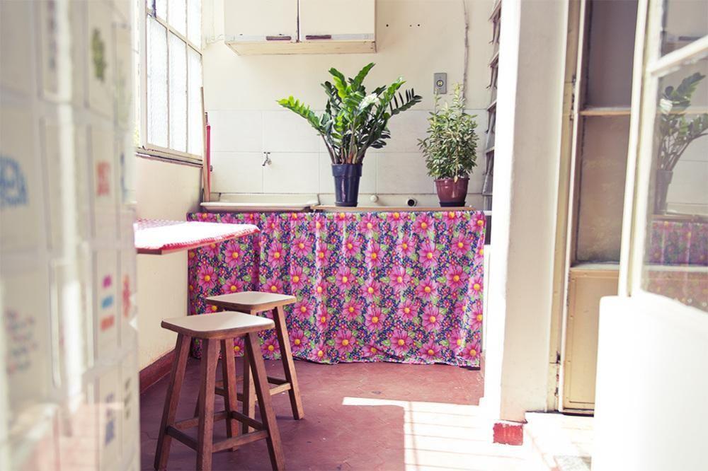 Super Area externa com vasos e cortina colorida de Casa Aberta - 21074  LK68