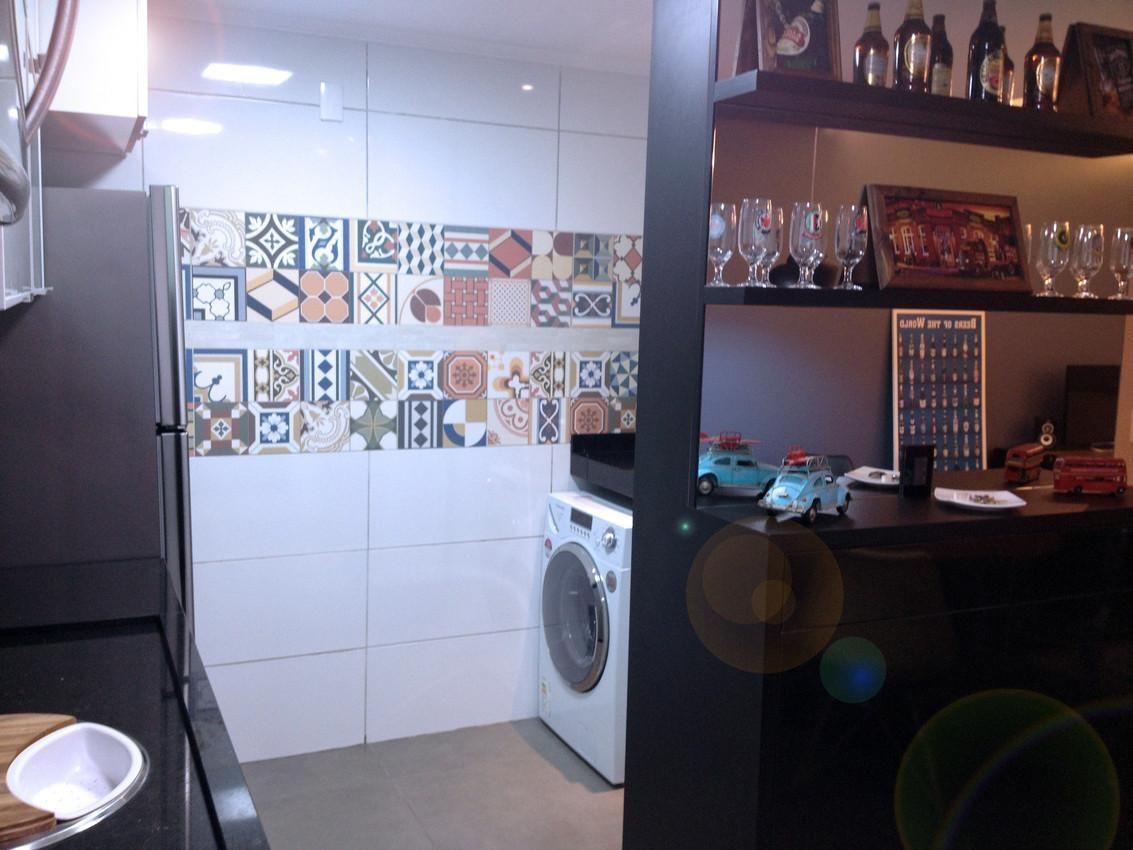 Lavanderia com azulejos decorados de ed arquiterura for Azulejos decorados