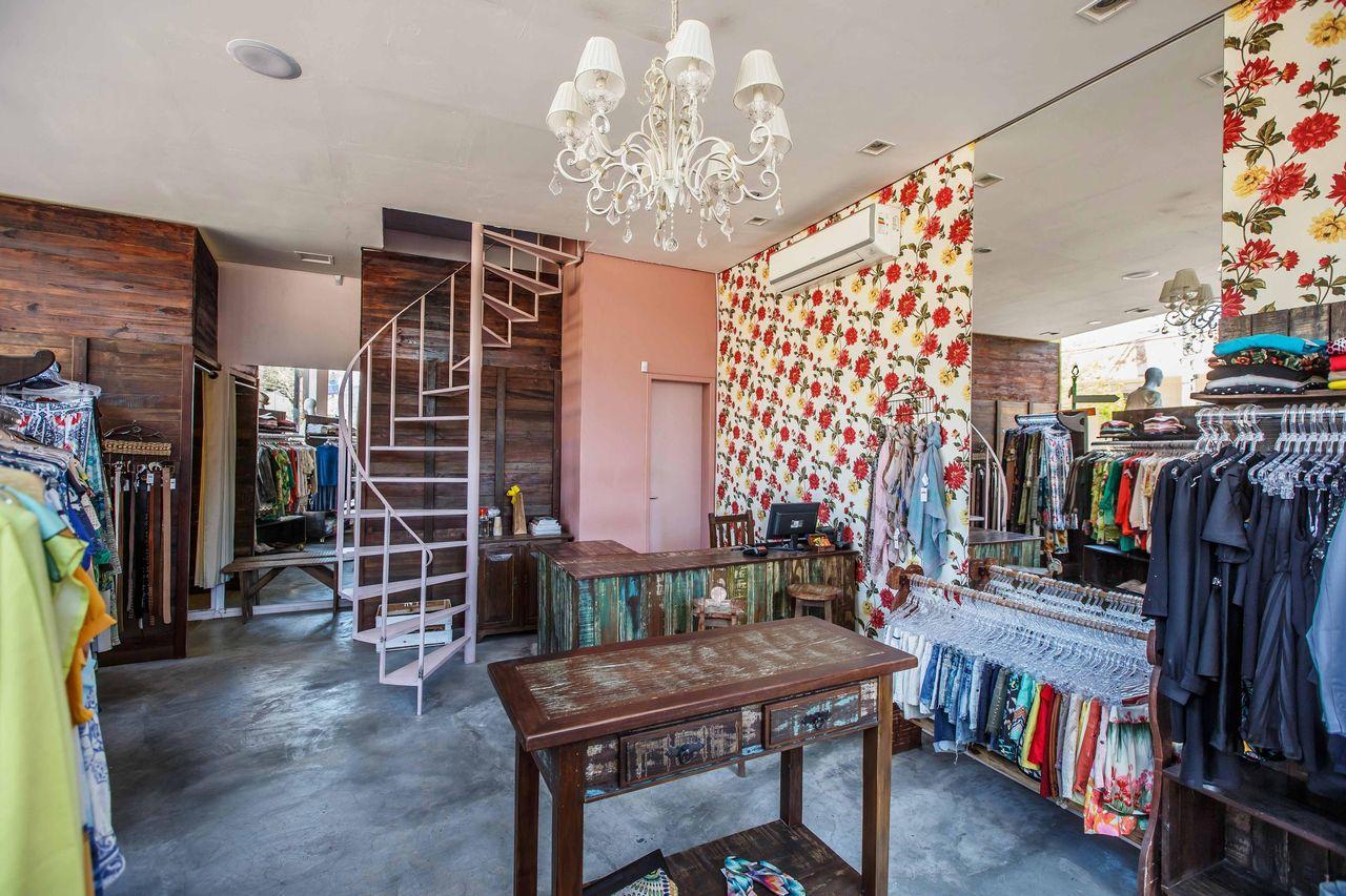 04cb9fde555 Decoração Loja de roupas decorada com papel de parede cristianeliogi 36475