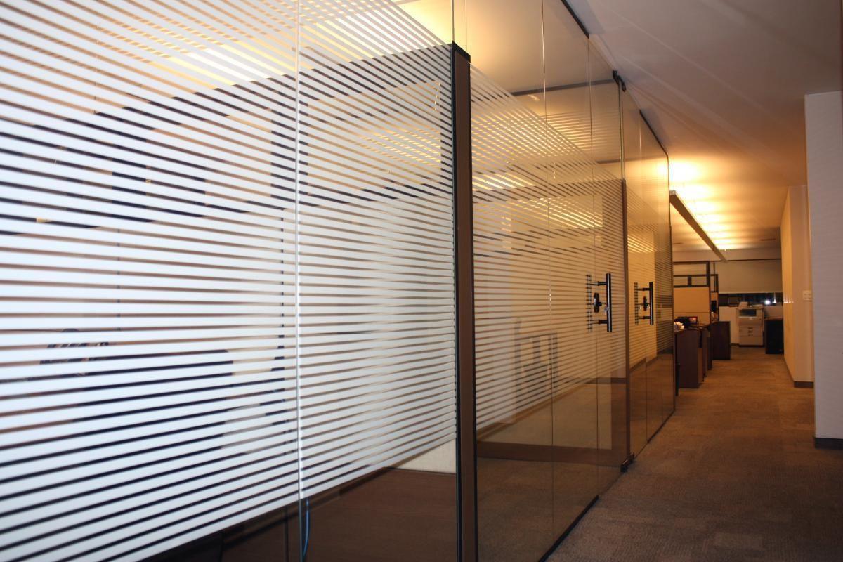 Ambientes Porta de Vidro Detalhada escritório
