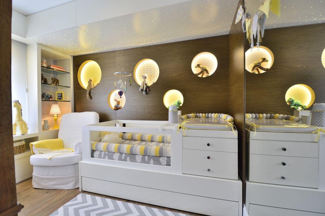 Fabuloso Quarto Bebê em Madeira, Cinza e Amarelo de BG Arquitetura - 158323  SK81