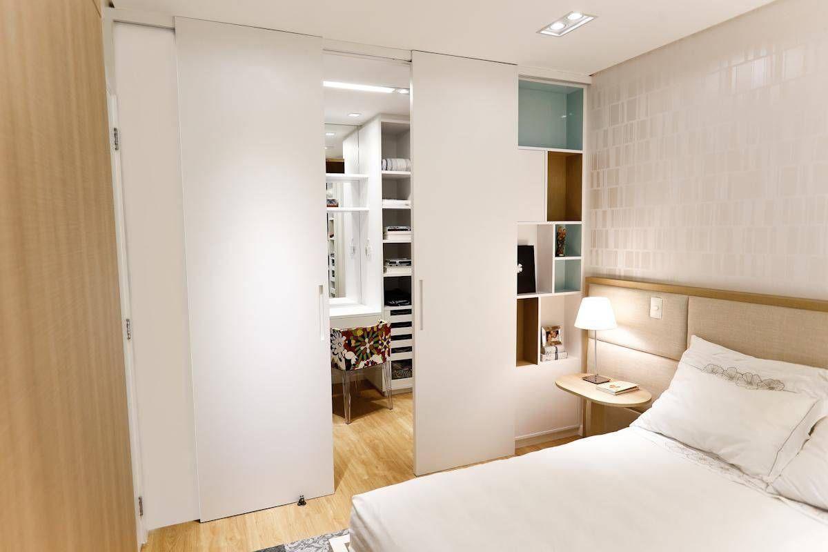 Closet Integrado Ao Quarto Com Porta De Correr De C Ntia Mara  ~ Quarto Integrado Com Banheiro E Modelo De Quarto De Casal