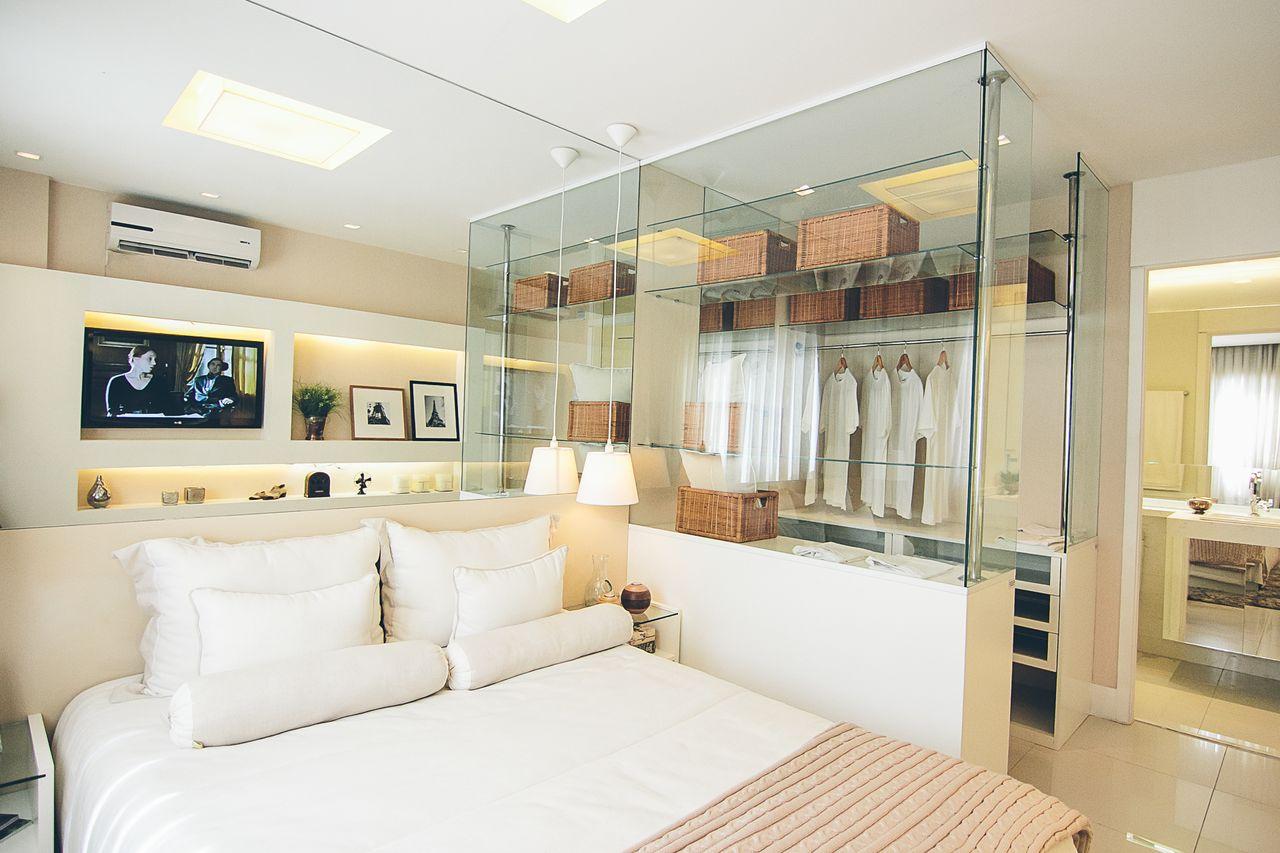 Quarto De Casal Com Espelhos E Closet De Vidro De Maria Fernanda  ~ Decoração Quarto Casal Com Closet