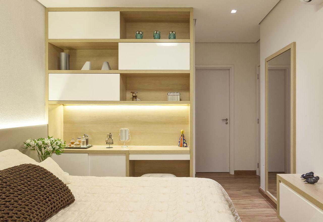 Quarto De Casal Com Estante Planejada De Amis Arquitetura Design  ~ Quarto De Casal Planejado Com Suite