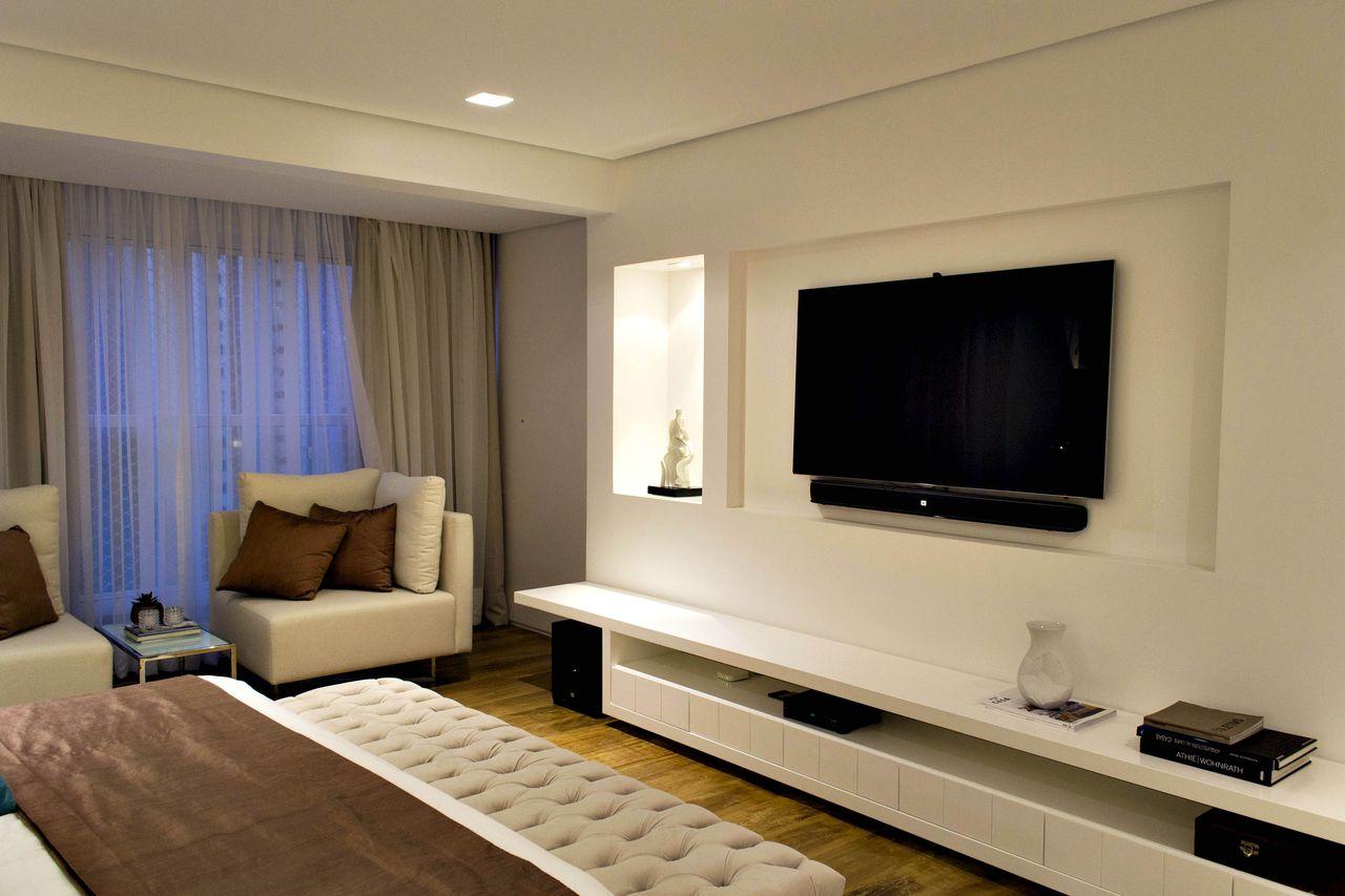 Quarto De Casal Com Painel De Tv E Rack Branco De Rawi Arquitetura  ~ Painel De Tv Para Quarto Planejado