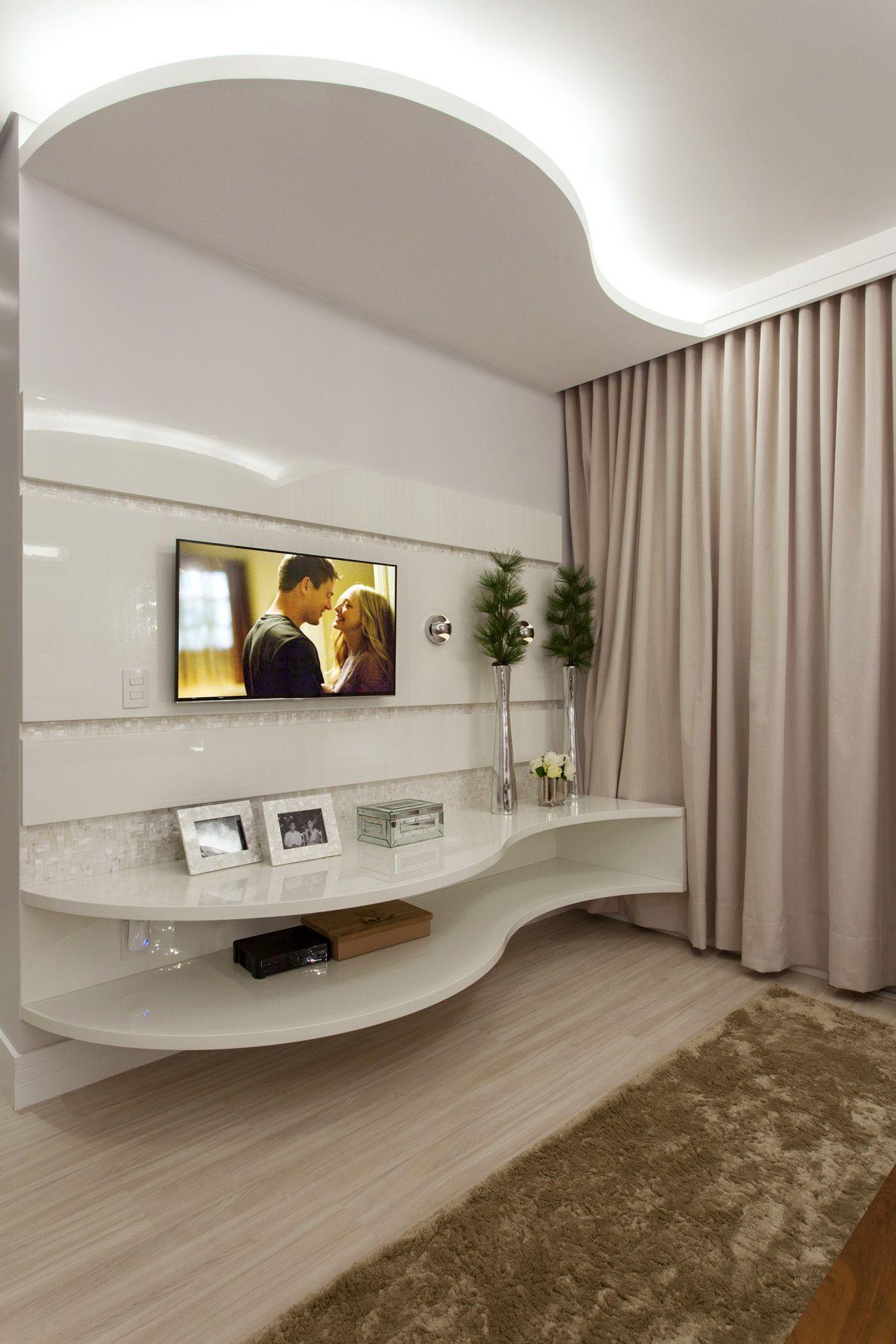 Quarto Master Com Painel De Tv Curvo De Aquiles Nicolas Kilaris  ~ Home Tv Quarto Casal Com Painel Quarto Infantil