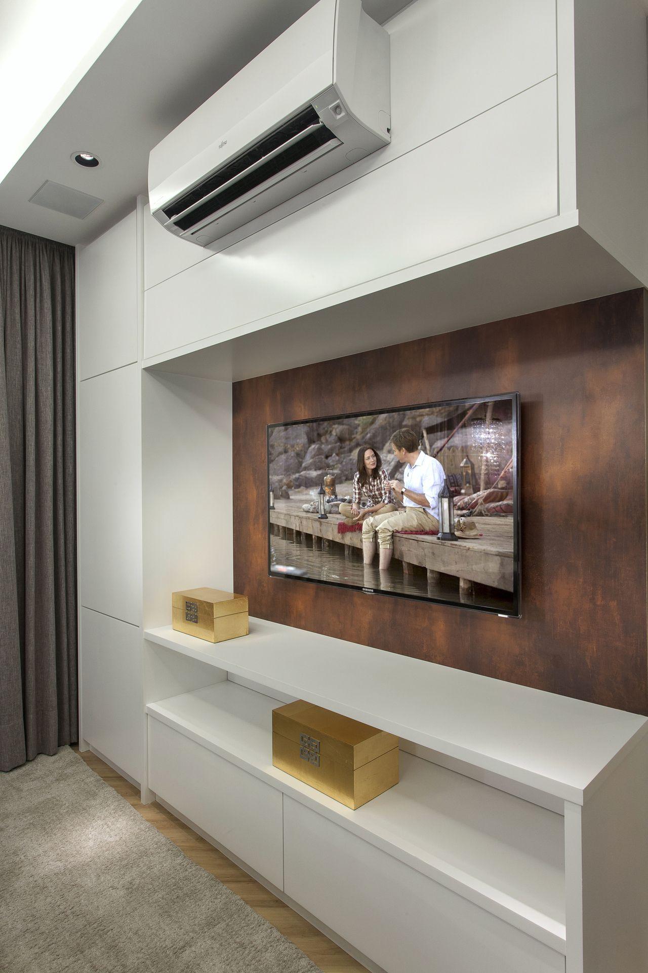 Quarto Com Painel De Tv Revestido Em Madeira De Iara Kilaris  ~ Painel De Tv Para Quarto Planejado