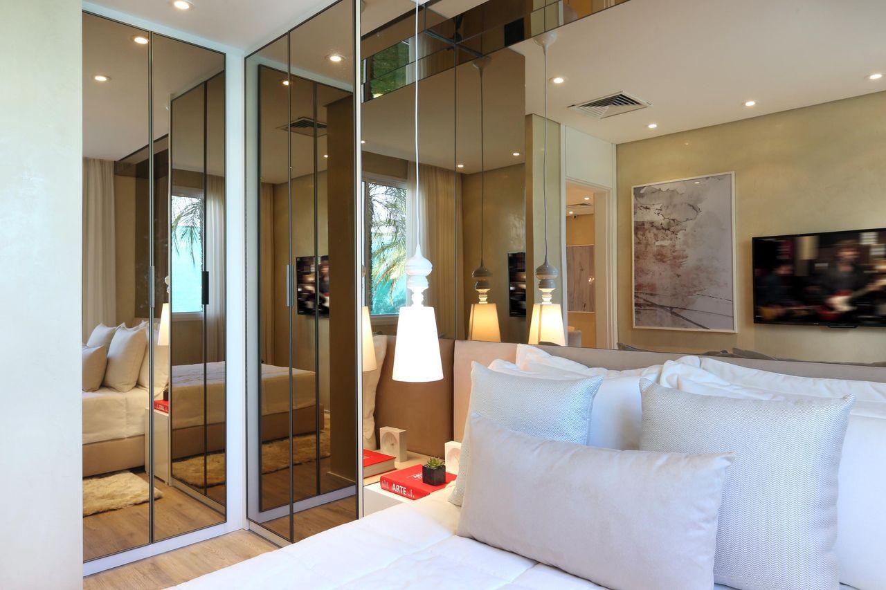 Quarto E Closet De Chris Silveira E Arquitetos Associados 106376  ~ Quarto De Casal Decorado Com Closet