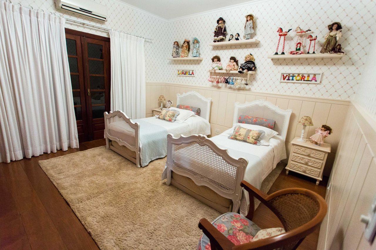 Quarto De Menina Com Bonecas Na Prateleira De Beatriz Zamperlini  ~ Designer De Interiores Quarto E Prateleiras Quarto Menino