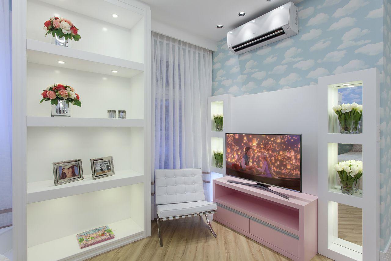 Quarto De Menina Com Papel De Parede De Nuvens De Iara Kilaris  ~ Decoração Quarto Bebe Apartamento