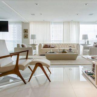 ac1701266 Sala de estar ampla com mesa de centro e cores neu