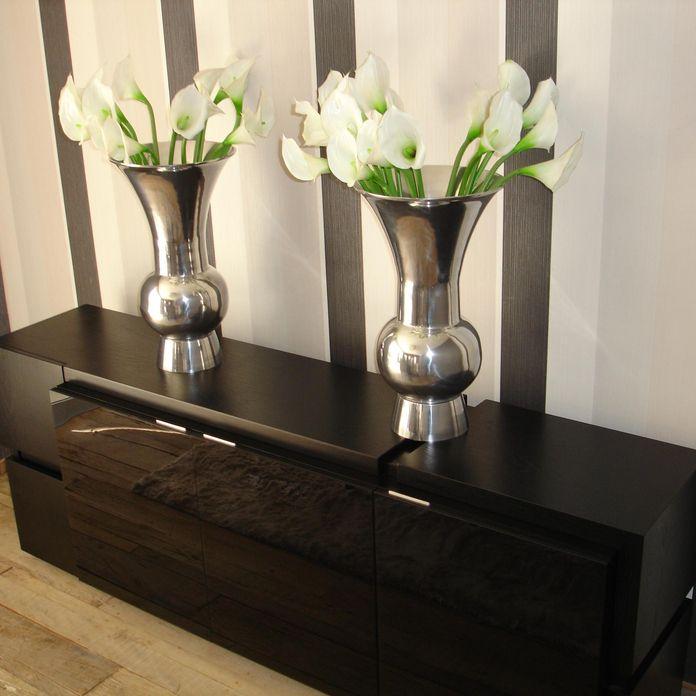 Artesanato O Que É Arte ~ Aparador preto com vasos prateados e flores branca de Damares Santana 35743 no Viva Decora