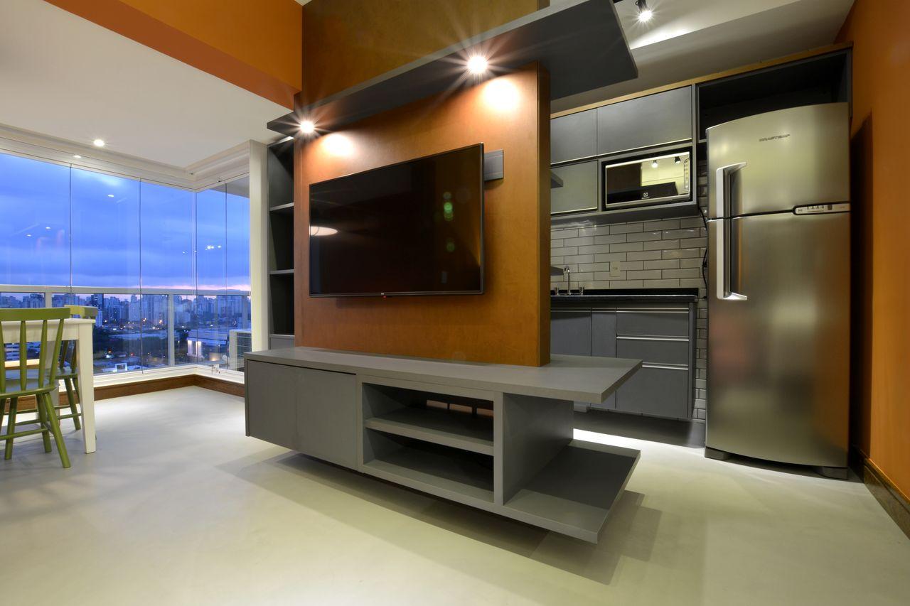 Apartamento Studio Com Painel De Tv Como Divisor De Zark Studio Lab  -> Divisor Sala E Cozinha
