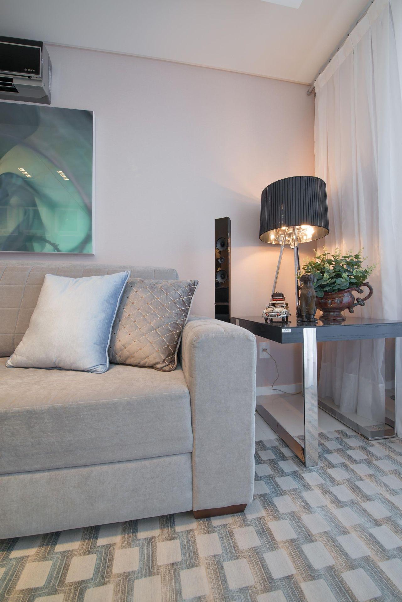 Sala De Estar Com Abajur Preto De Actual Design 104179 No Viva Decora -> Abajur Para Decoracao De Sala