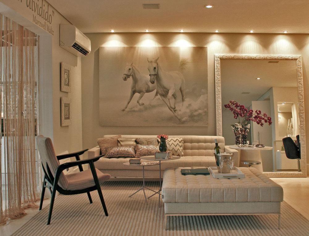 Sala de estar com cores claras e quadro decorativo de for Sala de estar quadro