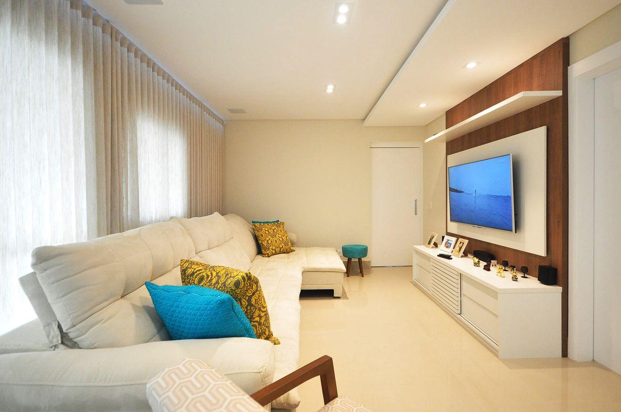 Sala De Estar Com Ilumina O Em Spots De Condecorar Arquitetura E