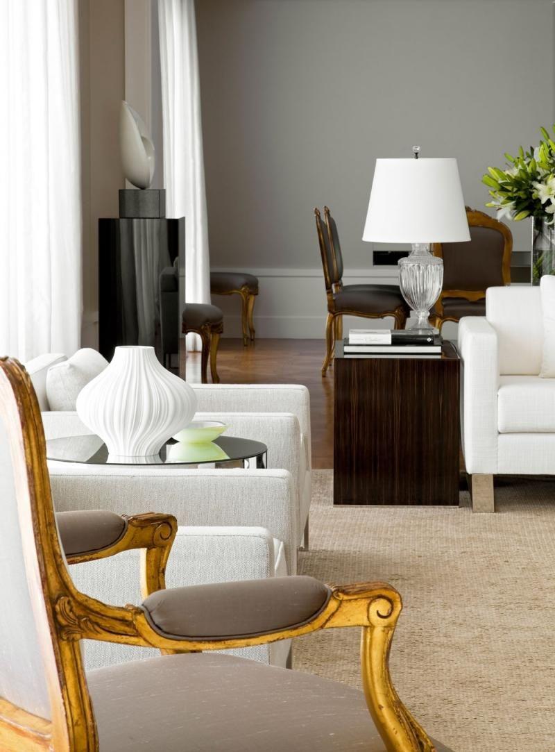 Sala De Estar Com Mesa Lateral E Abajur Branco De Roberto Migotto  -> Abajur Para Sala De Estar E Jantar