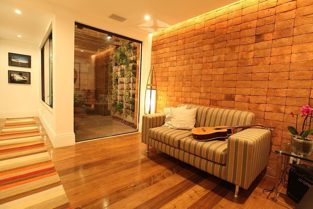Conhecido Sala de estar com piso de madeira de Hercules Bassalo - 22804 no  YY53