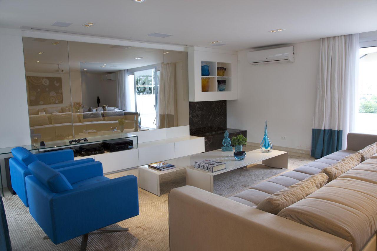 Sala De Estar Com Poltronas De Tecido Azul E Mesa De Centro Branca Sandra Sanches 95340 Viva Decora