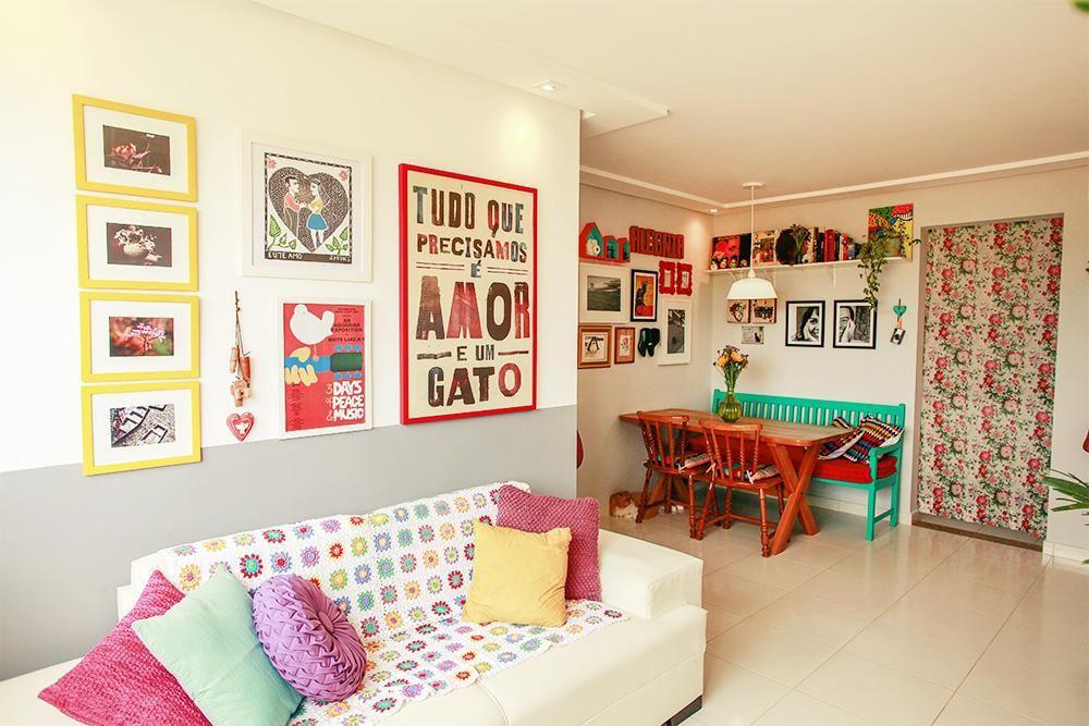 Sala de estar com quadros divertidos de casa aberta for Decoracao sala de estar quadros