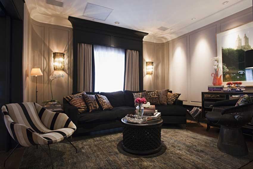 Sala De Estar Sofa Preto ~ Sala de estar com sofá preto e poltrona listrada de studio marcelo