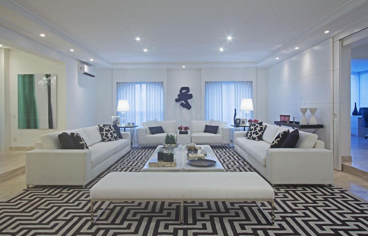 Sala De Estar Com Tapete Preto E Branco De Figueiredo Fischer  -> Tapete Sala Estar