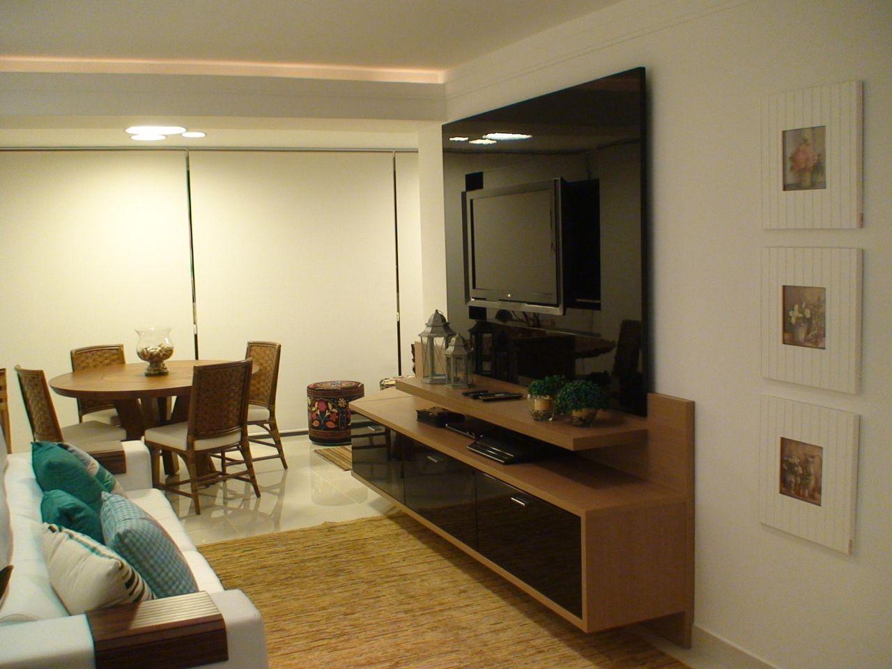Sala De Estar Pequena Com Tv Fixada Na Parede De Giovani Chiste  -> Decoracao De Sala De Estar Pequena Com Tv