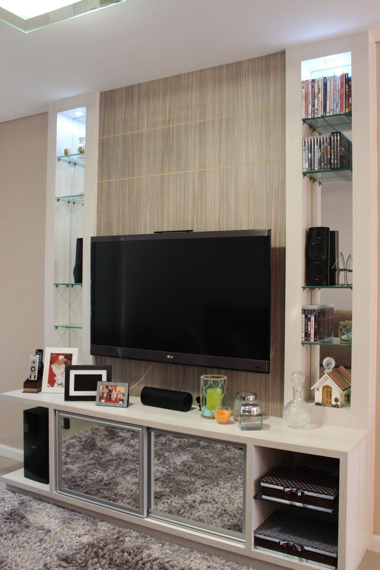 Sala Com Painel De Tv E Estante Com Acess Rios De Daarna  -> Imagem De Estante Para Sala