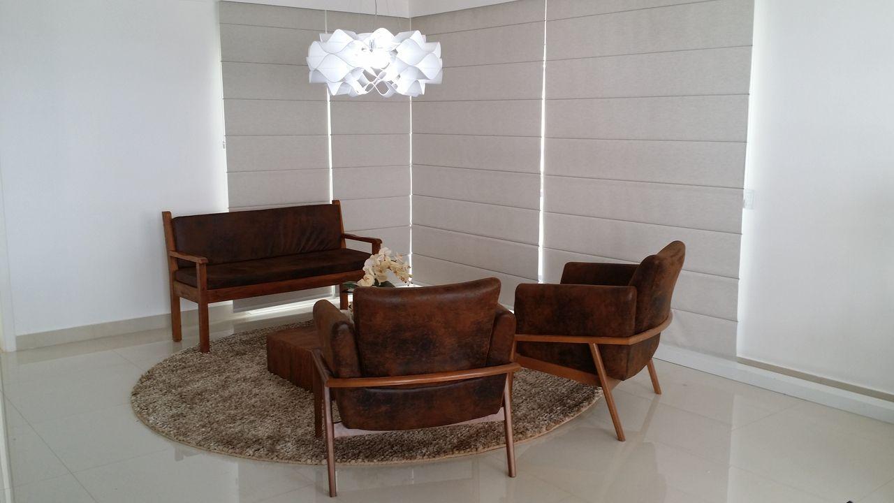 Sala com sofá e Poltrona de Marcos Gouvêa Arquitetura - 134318 no ...