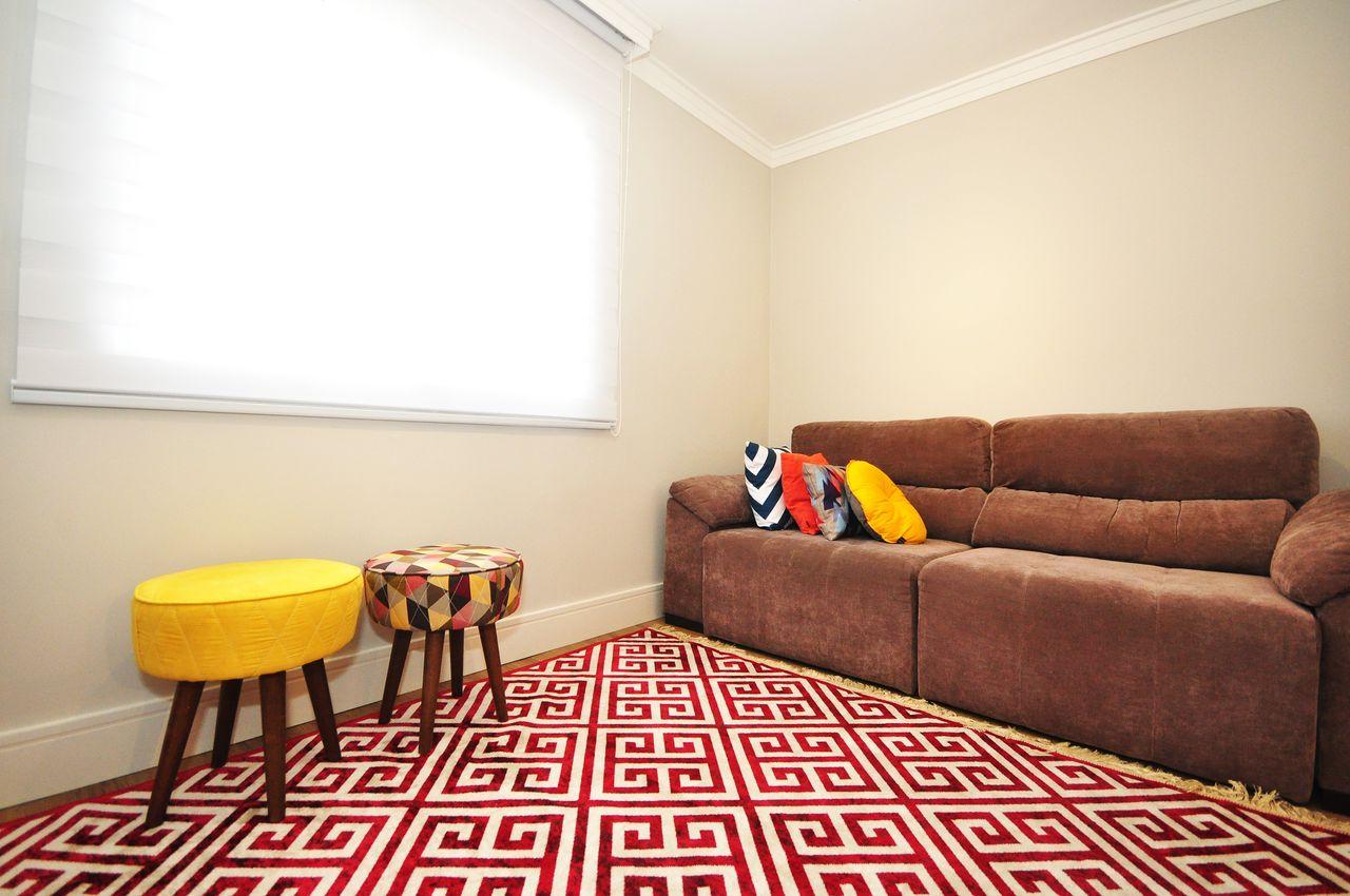 Sala Com Sof Marrom E Almofadas Coloridas De Condecorar Arquitetura  -> Sala Simples Marrom