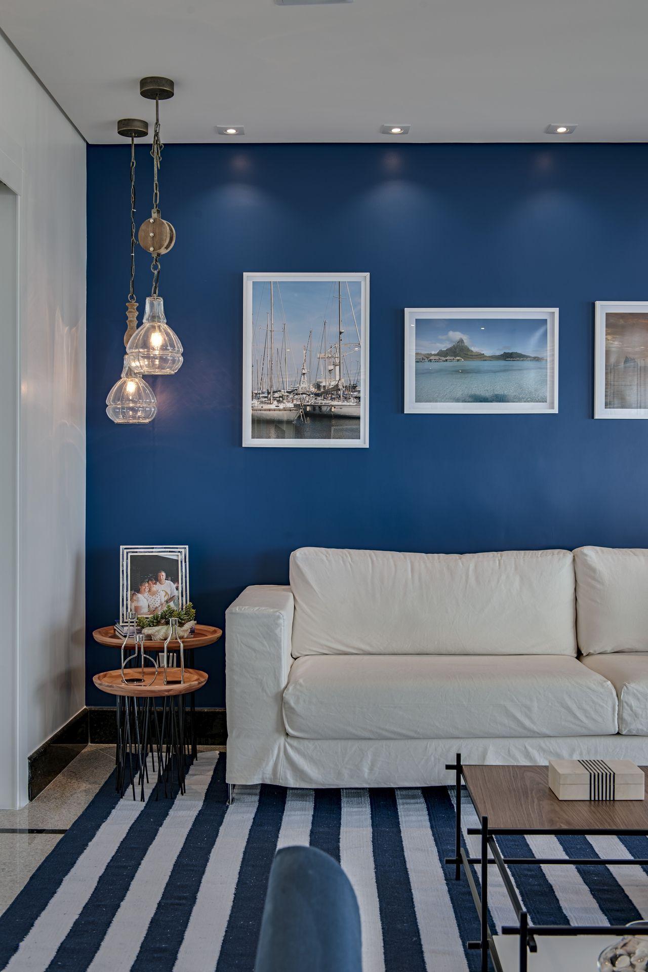 Sala De Estar Com Tapete Listrado Azul E Branco De Marcia Debski  -> Decoracao De Sala Azul