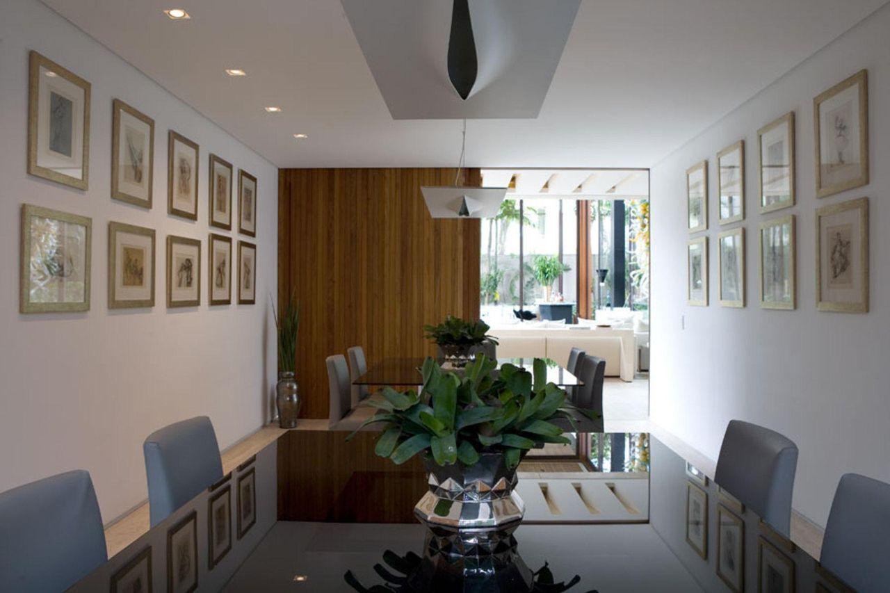 Sala de jantar com mesa ampla de vidro de Marco Aurélio Viterbo ...