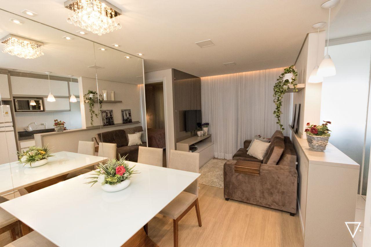 Sala De Jantar Pequena Com Parede Espelhada De Francieli Aksenen  -> Sala De Jantar E Sala De Estar Pequena