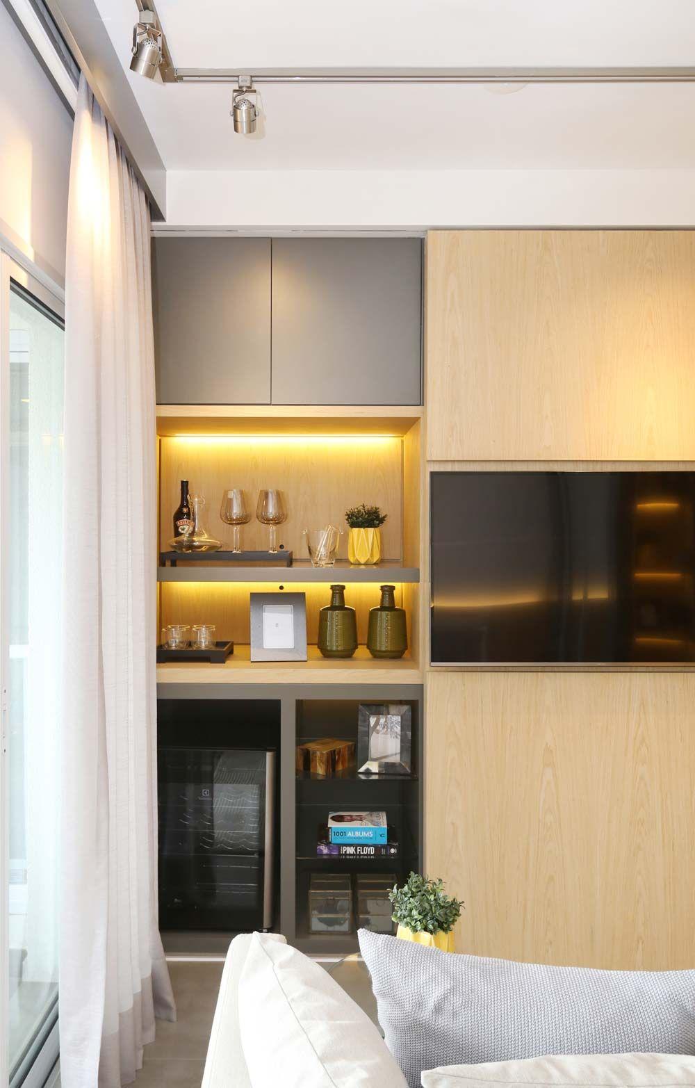 Sala De Tv Com Adega E Nichos Iluminados De Sesso Dalanezi  -> Adega Para Sala De Jantar Pequena