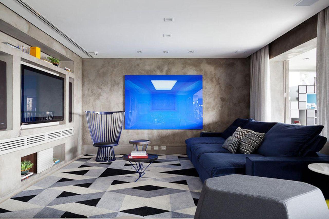 Sala De Tv Com Banco Criativo E Sof Azul Marinho De Suite  -> Decoracao De Sala De Tv Com Sofa Azul