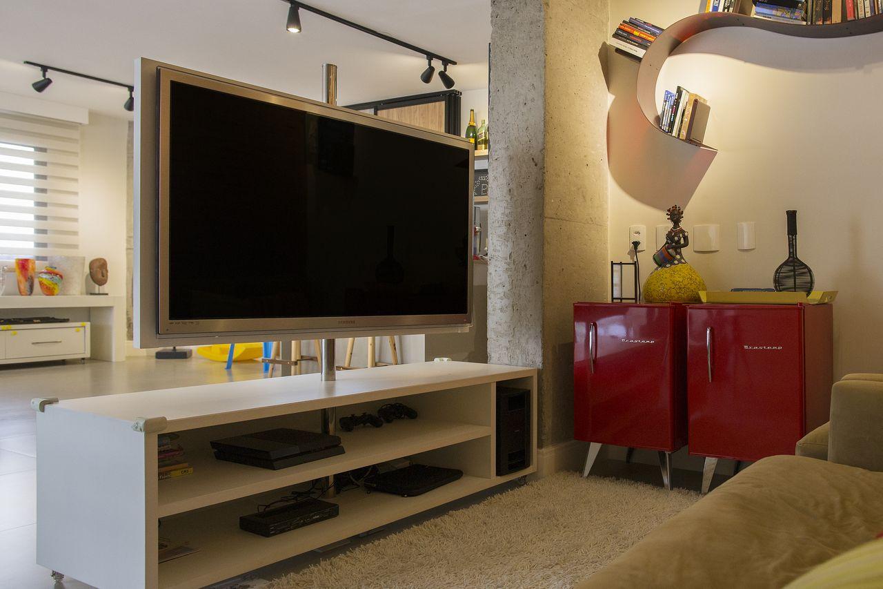 Sala Tv Com Frigobar Vermelho E Painel Girat Rio De Galp O Design